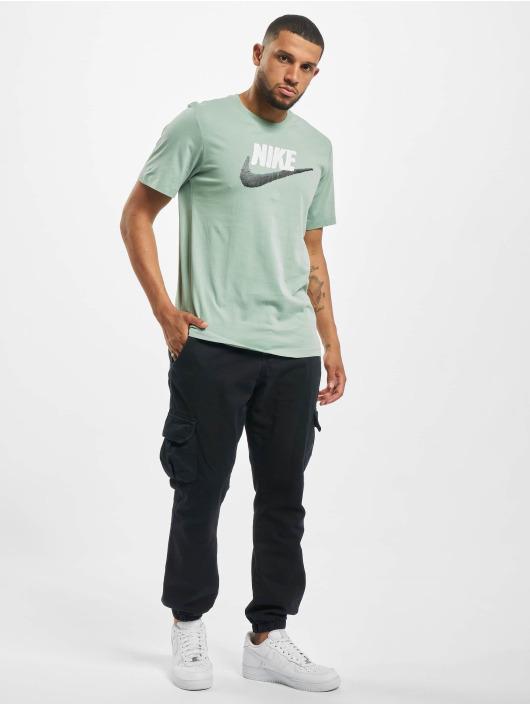 Nike T-Shirt Brand Mark grün