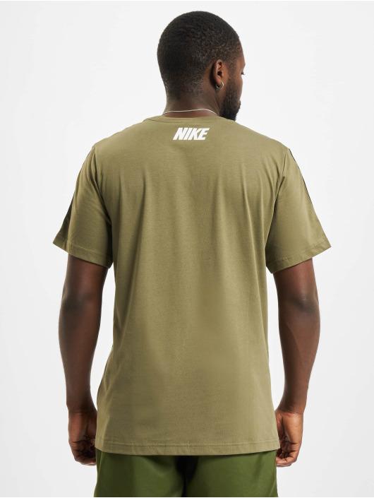Nike T-shirt Repeat oliv