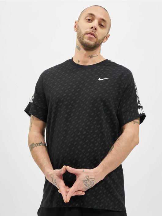 Nike T-Shirt M Nsw Repeat Ss Prnt schwarz