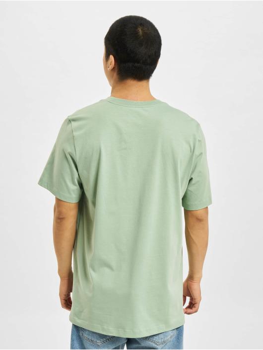 Nike T-Shirt Sportswear vert