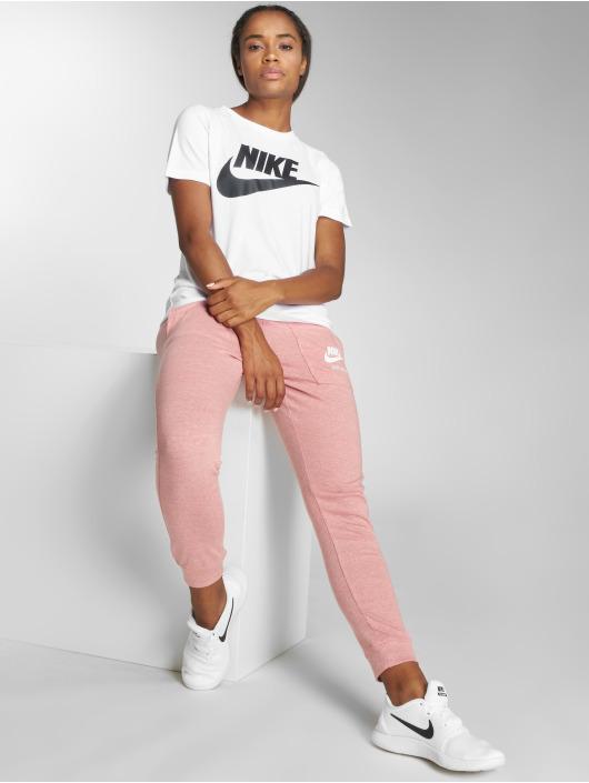 Nike T-Shirt Sportswear Essential weiß