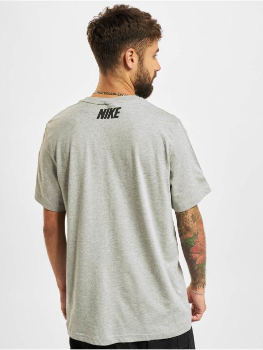 Nike T-Shirty Repeat szary