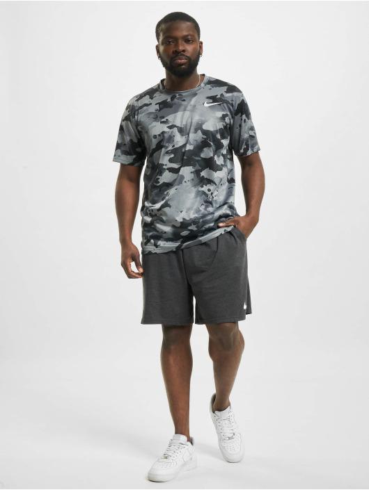 Nike T-skjorter Dry Leg Camo Aop grå