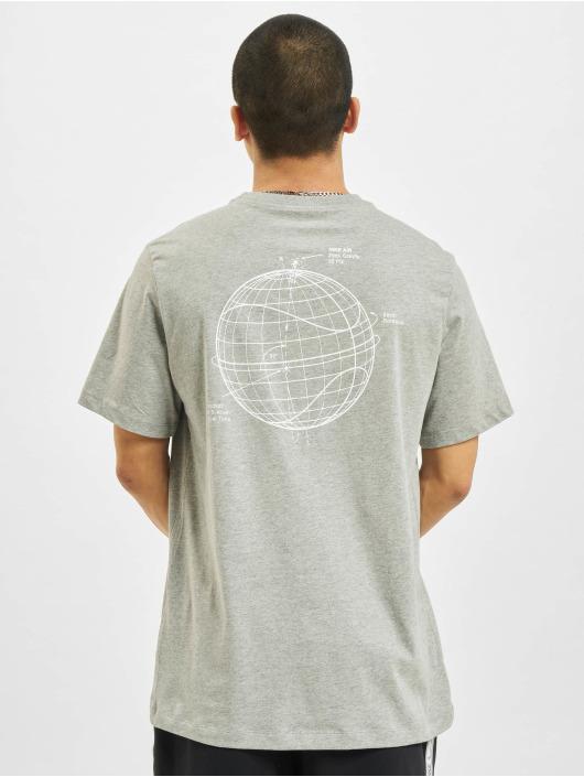 Nike T-skjorter Sportswear grå