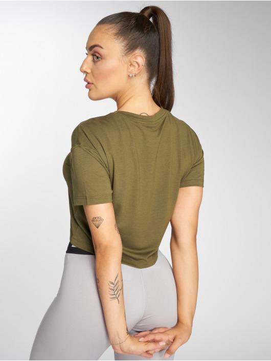 Nike T-skjorter Essential Crop oliven