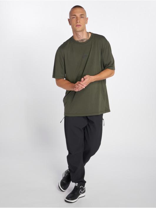 Nike T-skjorter Sportswear Tech Pack oliven