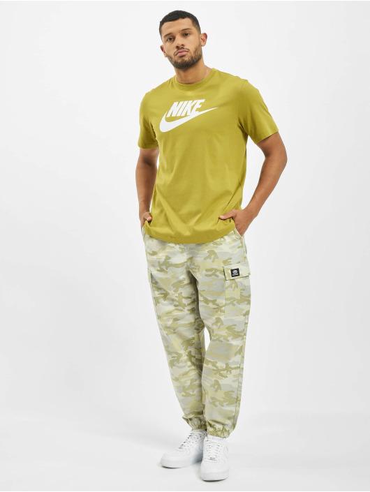 Nike T-skjorter Icon Futura oliven