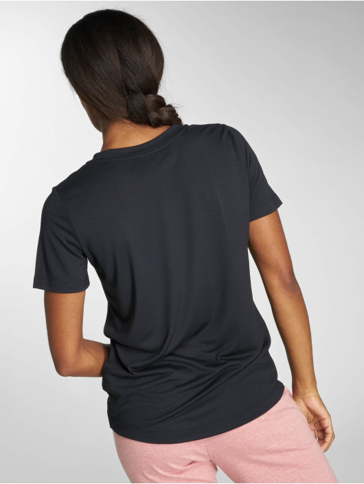 Nike T-skjorter Sportswear Essential svart