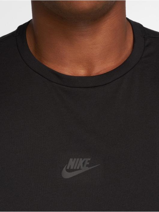 Nike T-skjorter Sportswear Tech Pack svart