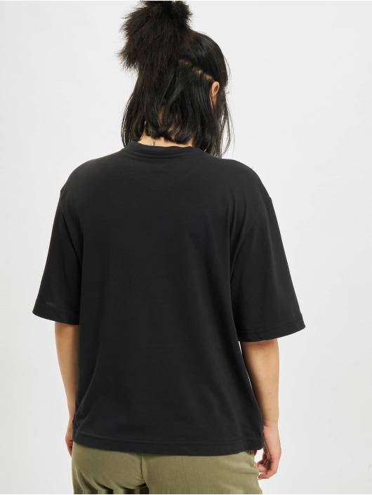 Nike T-skjorter Boxy One svart
