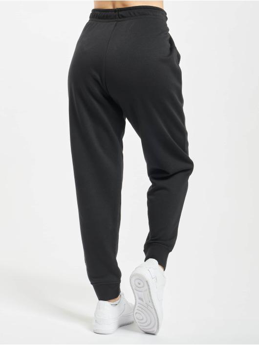 Nike tepláky Essential Tight Fleece èierna