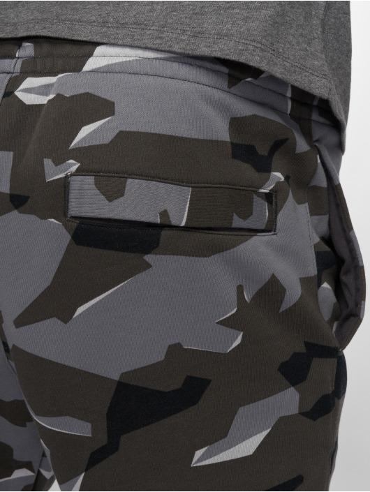Nike tepláky Camo šedá