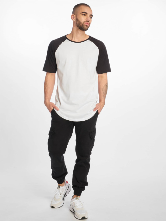 Only & Sons Tall Tees onsLogan wit