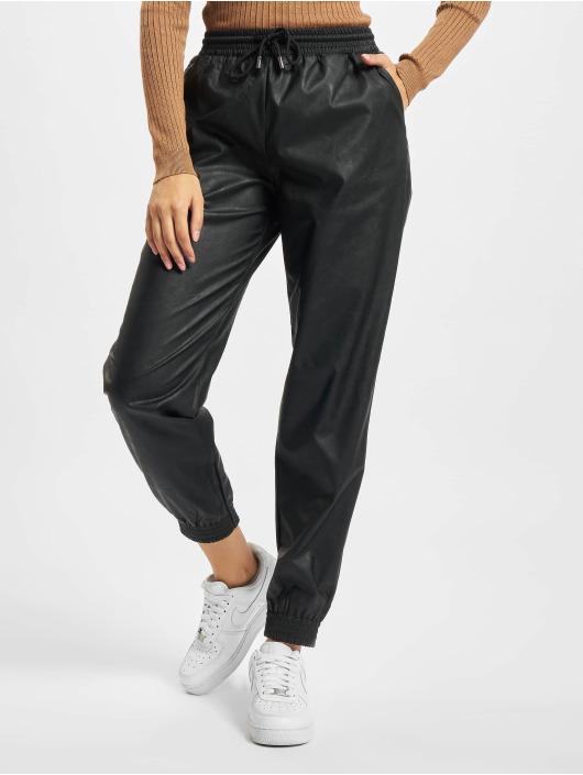Only Spodnie do joggingu Onlmady Faux Leather czarny