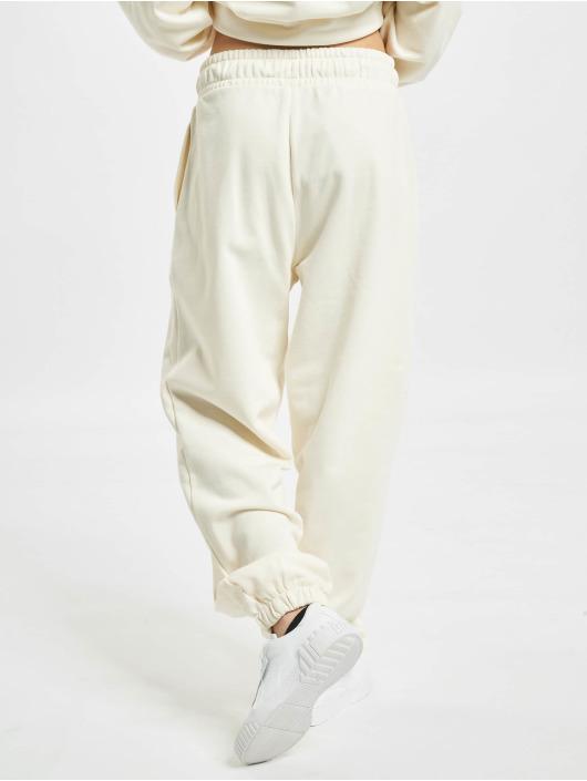 Puma Jogginghose Classics Relaxed Jogger beige