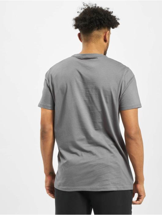 Puma T-skjorter Classics Emb grå
