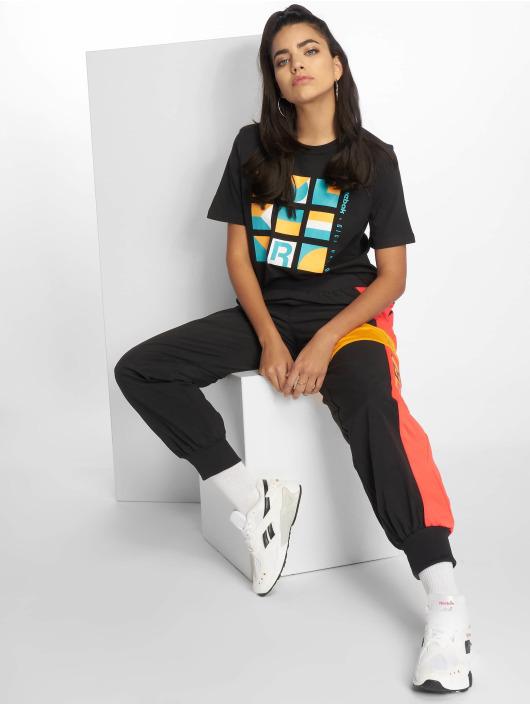 Reebok T-Shirt Gigi Hadid black