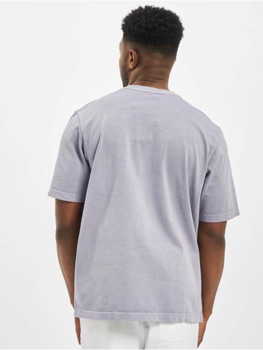 Reebok t-shirt Premium Vector paars