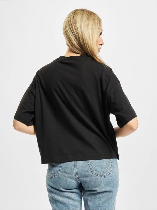 Reebok T-skjorter CL AP Graphic svart