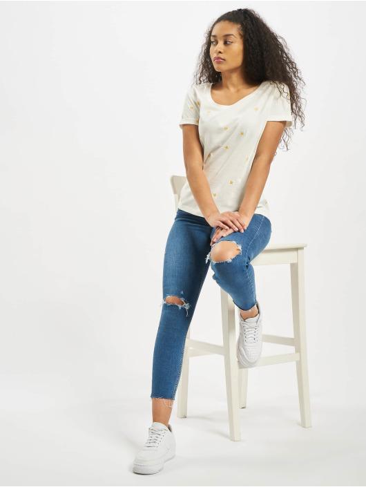 Stitch & Soul T-Shirt Sleeveless Roundneck white