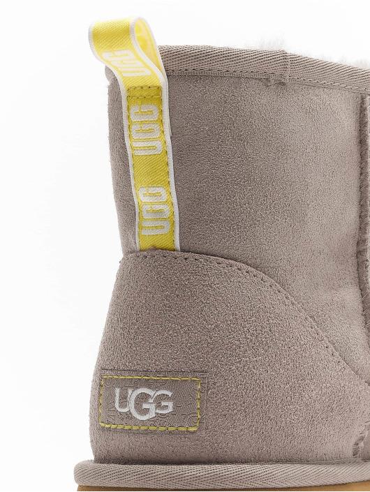 UGG Ботинки Classic Mini II Graphic Logo серый