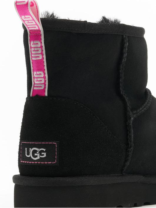 UGG Ботинки Classic Mini II Graphic Logo черный