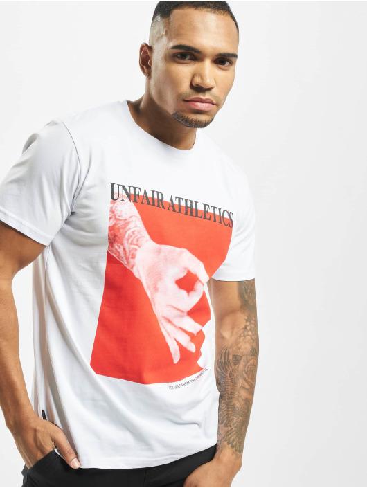 UNFAIR ATHLETICS T-paidat Fooled valkoinen