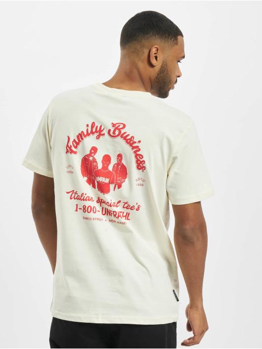 UNFAIR ATHLETICS T-Shirt Family Business blanc