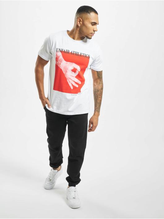 UNFAIR ATHLETICS T-skjorter Fooled hvit