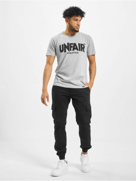 UNFAIR ATHLETICS Tričká Classic Label šedá