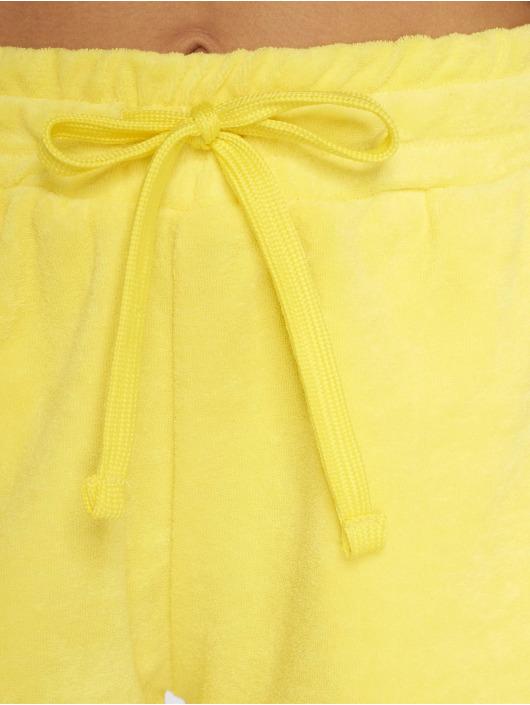 Urban Classics Šortky Towel žltá