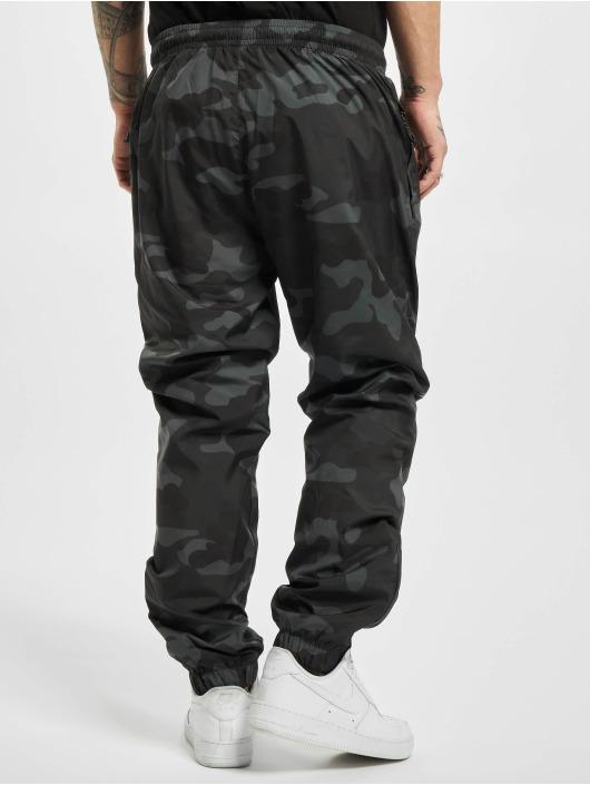 Urban Classics Спортивные брюки Camo камуфляж