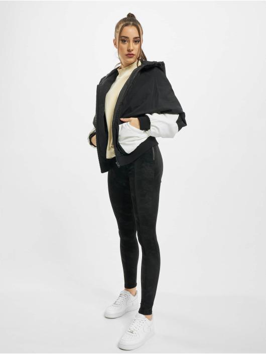 Urban Classics Kurtki przejściowe Ladies Padded 2-Tone Batwing czarny