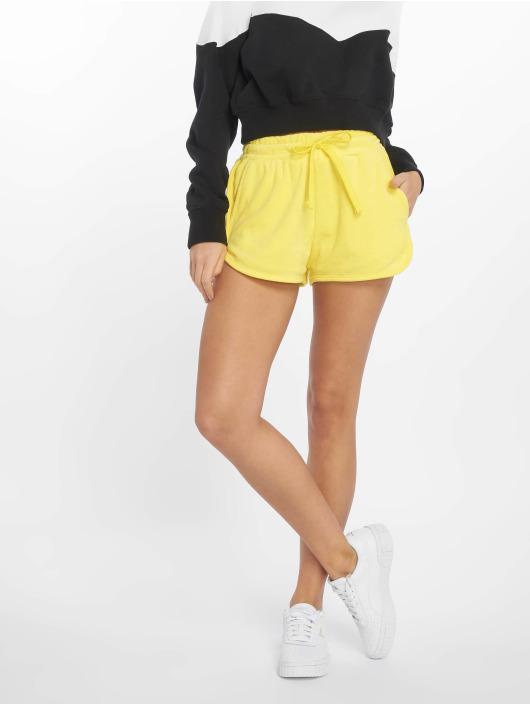 Urban Classics Pantalón cortos Towel amarillo