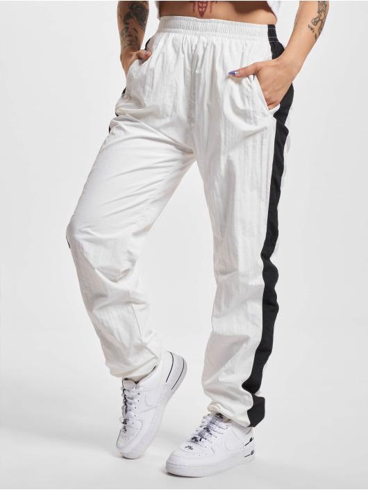 Urban Classics Pantalón deportivo Striped Crinkle blanco
