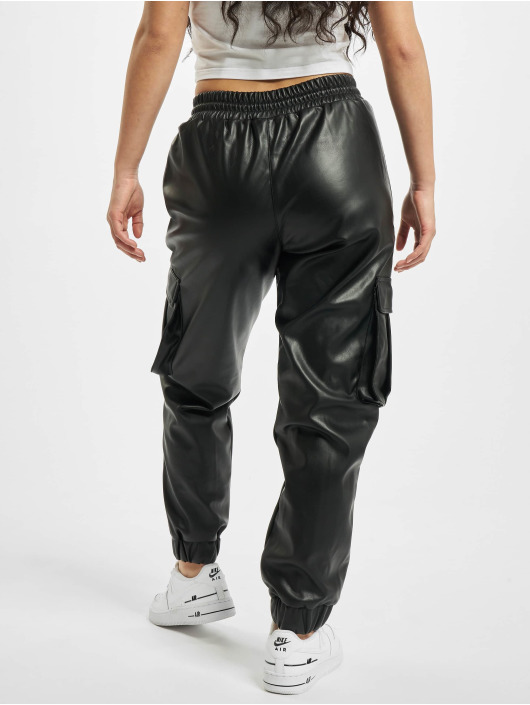 Urban Classics Reisitaskuhousut Faux Leather musta