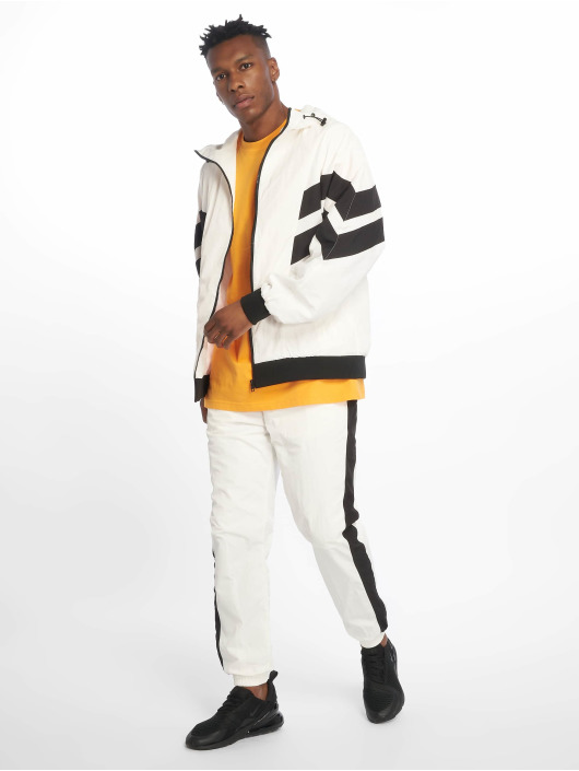 Urban Classics Spodnie do joggingu Side Striped Crinkle bialy