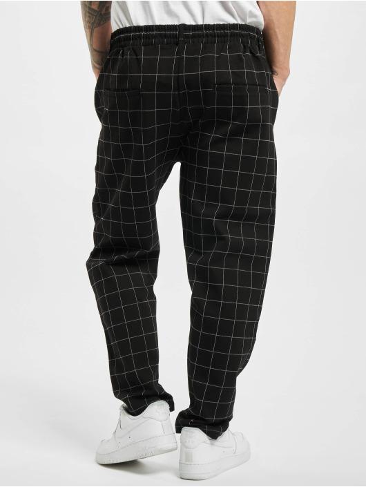 Urban Classics Spodnie do joggingu Formula Cropped Check czarny