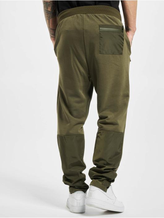 Urban Classics Spodnie do joggingu Military oliwkowy