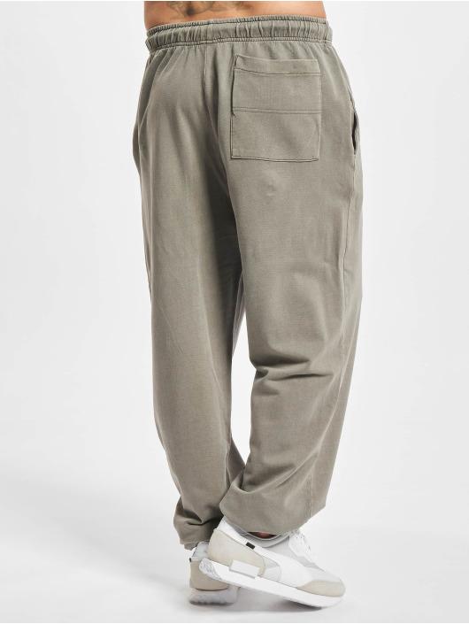 Urban Classics Spodnie do joggingu Overdyed szary