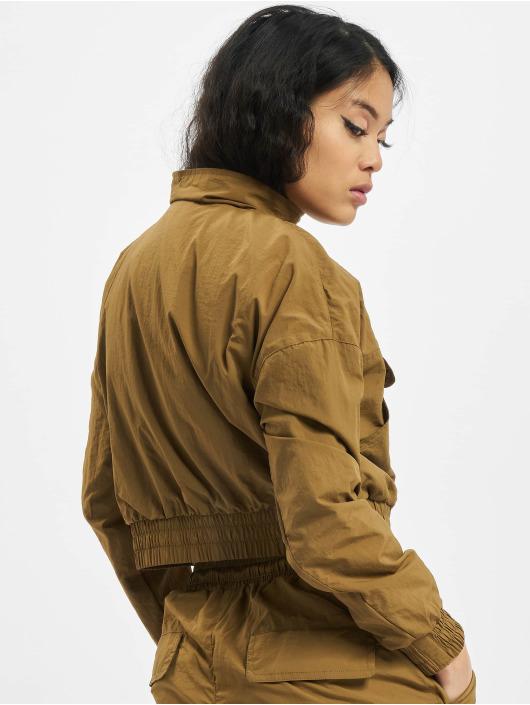 Urban Classics Välikausitakit Ladies Cropped Crinkle Nylon Pull Over ruskea