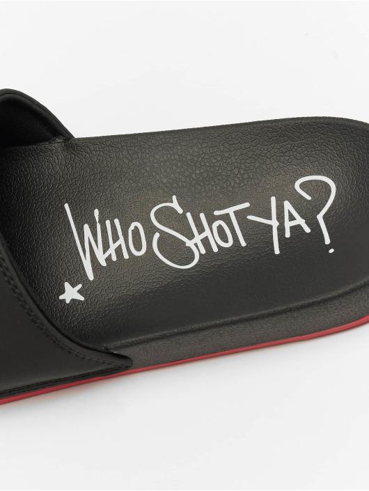 Who Shot Ya? Sandaalit Logo musta