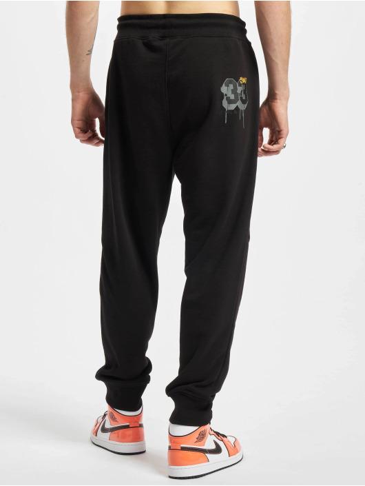 Who Shot Ya? Spodnie do joggingu ThirtyThree czarny