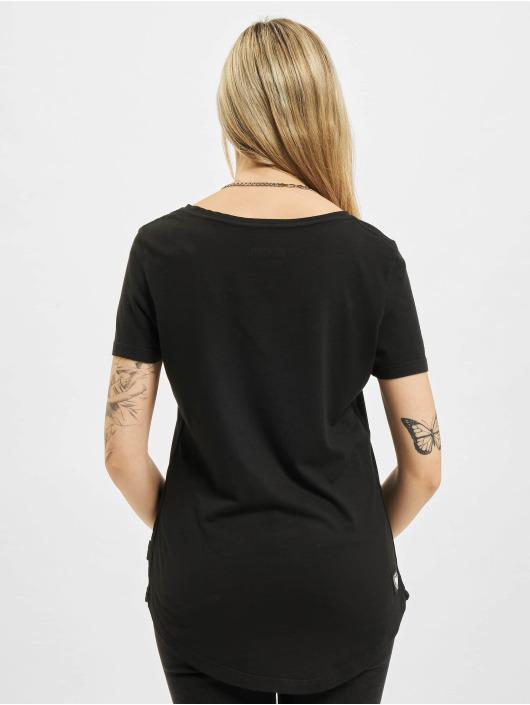 Yakuza Camiseta Some People Dye V Neck negro