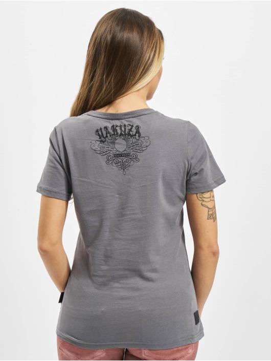Yakuza T-skjorter My Knife V Neck grå