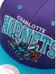 Mitchell & Ness Gorra Snapback Charlotte Hornets HWC Team Arch púrpura 3
