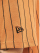 New Era T-Shirt Oversized NY Pinstripe brun