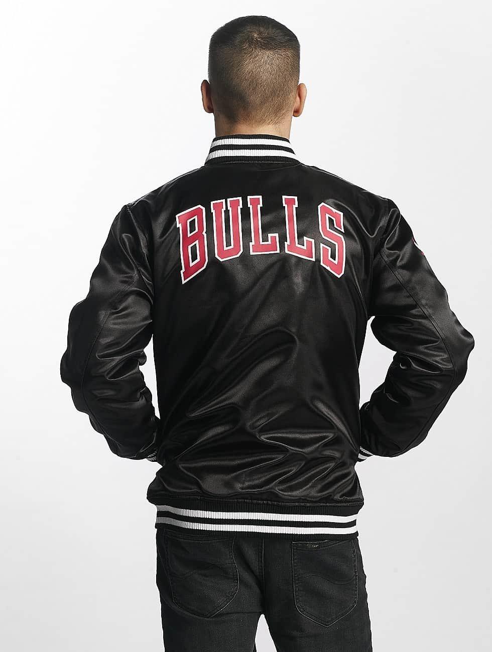 New Era Kurtka pilotka Chicago Bulls czarny