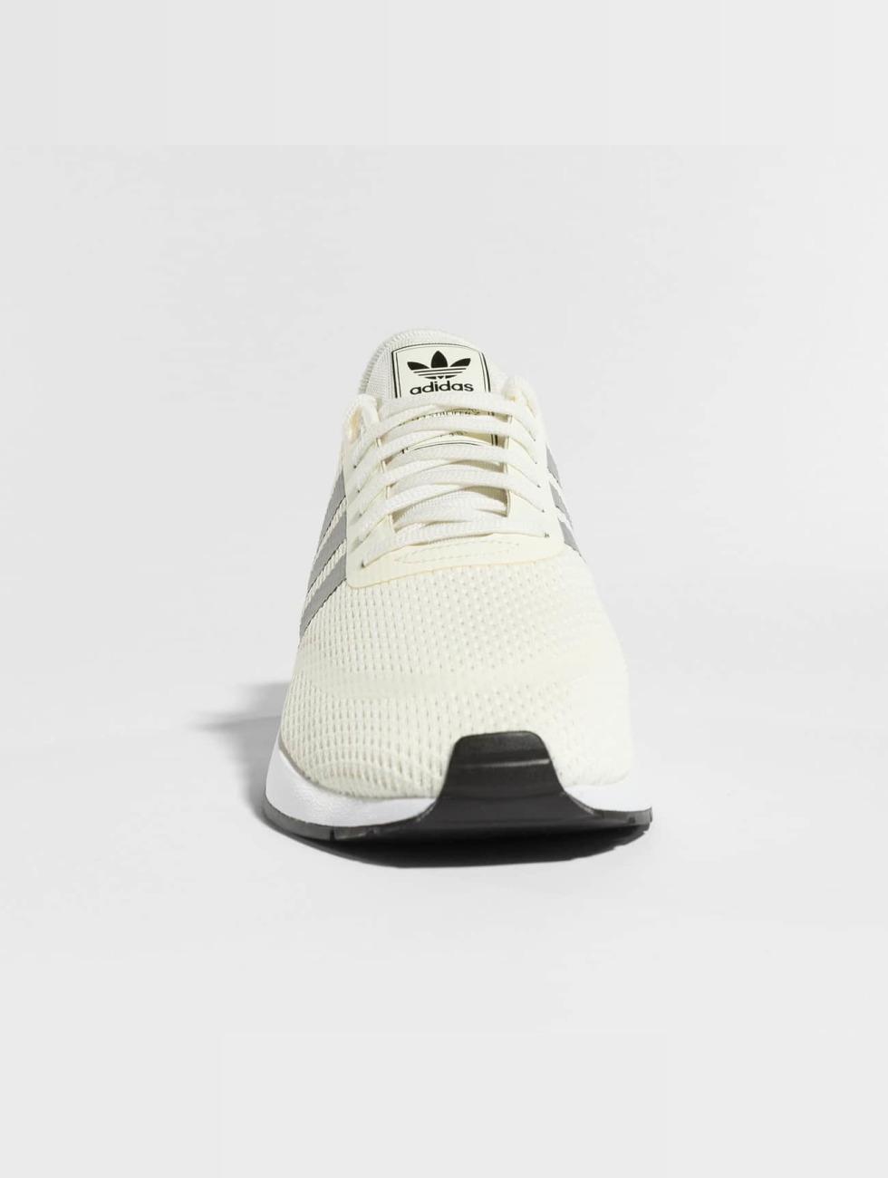 adidas originals schoen / sneaker Iniki Runner CLS in beige 397120 Klaring 100% Gegarandeerd 9vA5FNaw2k