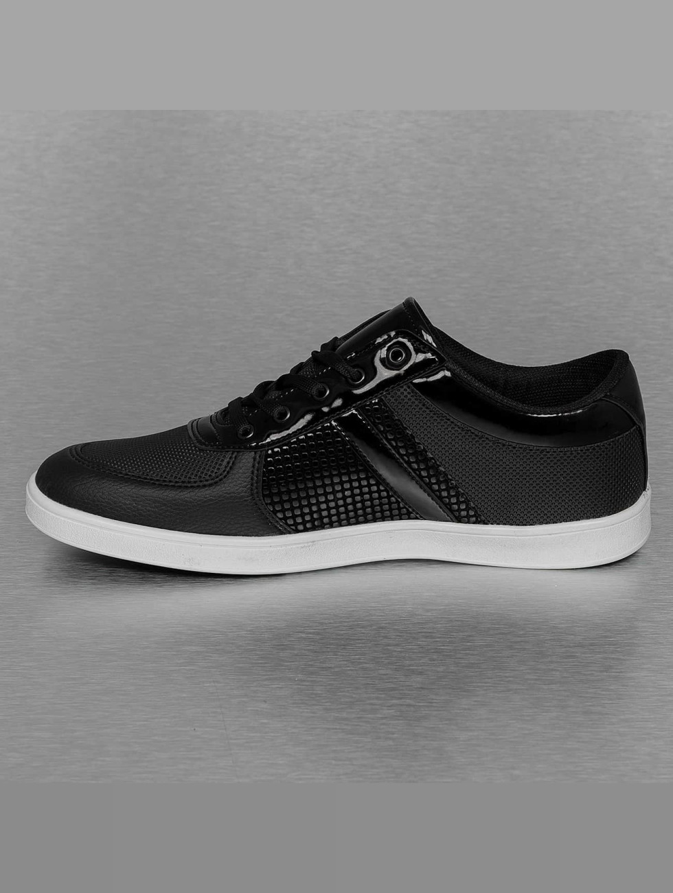 New York Style Sneaker Perforated Pattern schwarz